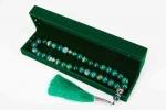 Четки из зеленого агата 33 бусин 12 мм. в бархатной коробке